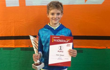 Henri Mayer gewinnt 1. U9 HEAD KIDS Turnier 2020